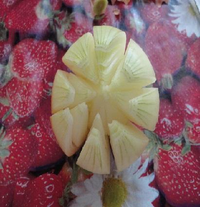 Карвинг: хризантема из лука