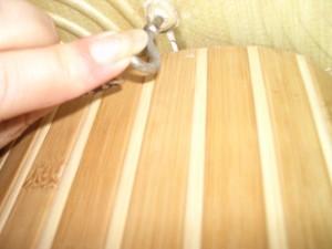 Бра своими руками - В потолке укрепляем специальный крючок