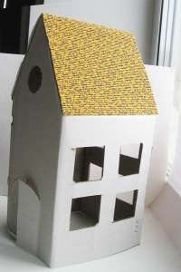 Как сделать домик из бумаги своими руками - Вырезаем окна