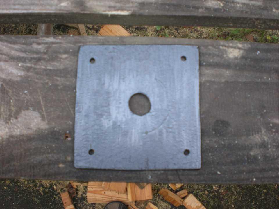 Готовая пластина с отверстием в центре