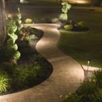 Умная дорожка с подсветкой в саду